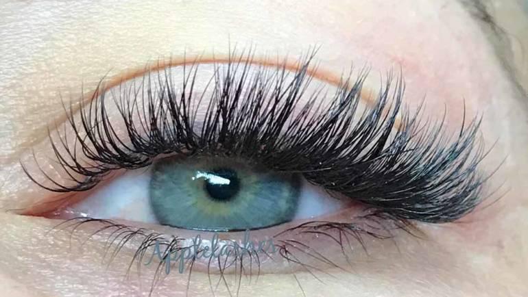 Eyelashes 18